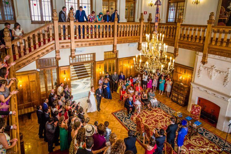 Entrada de la novia al salón bodas civiles en el Palacio de la Magdalena