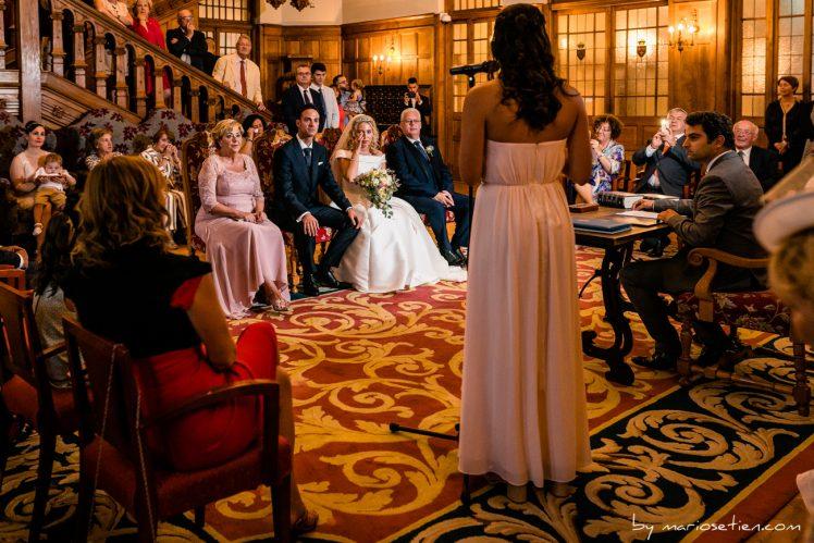Lectura en una boda civil del Palacio de la Magdalena