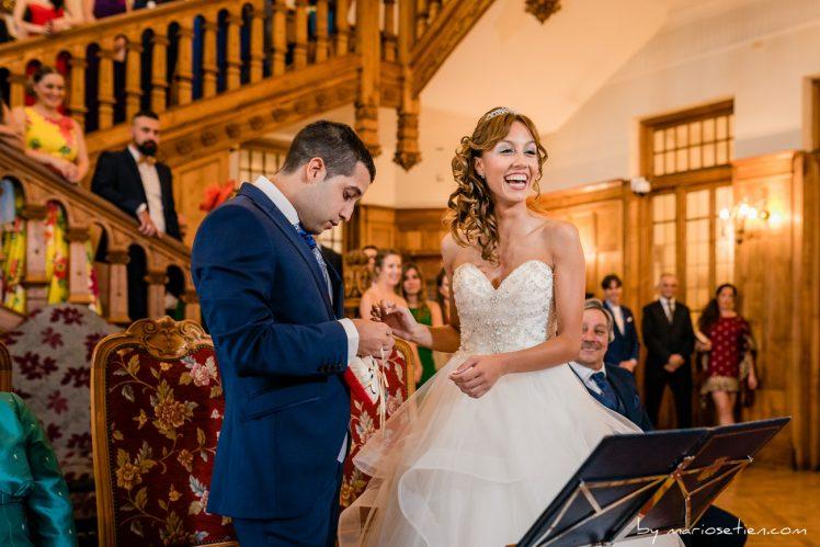 Intercambio de anillos en boda civil en el Palacio de la Magdalena de Santander
