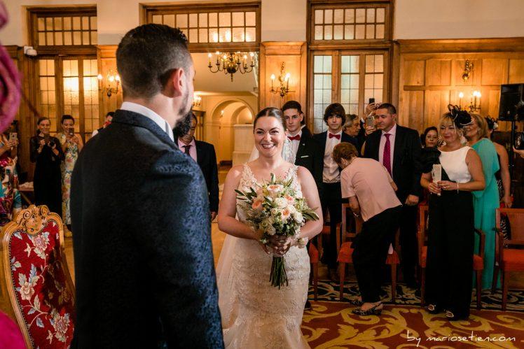 Encuentro de la novia con el novio en el salón de bodas del Palacio de la Magdalena