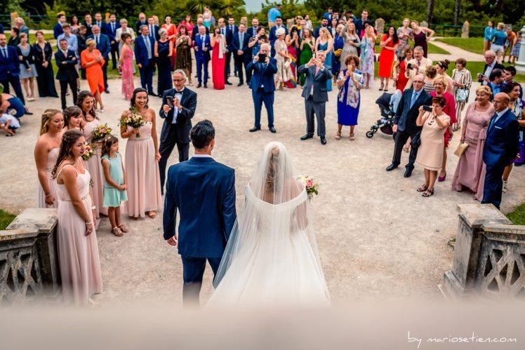 Novios salen del Palacio de la Magdalena de Santander tras casarse