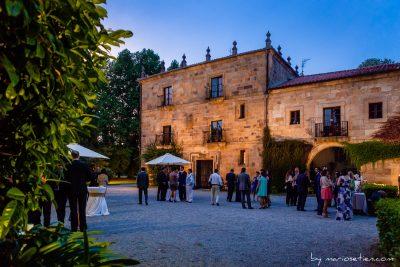 Finca de San Juan en una boda anocheciendo en Castañeda