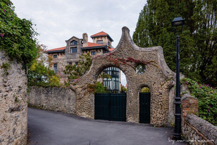 Entrada a la finca de la Puerta de los Pájaros de Gaudí