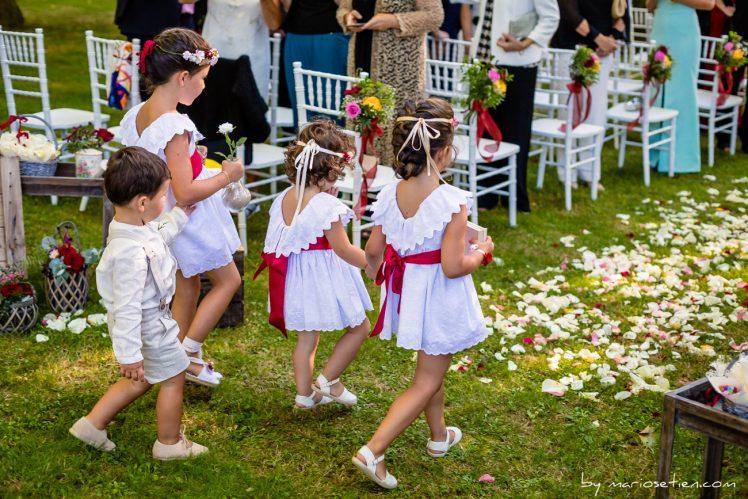 Niños de arras en una boda civil