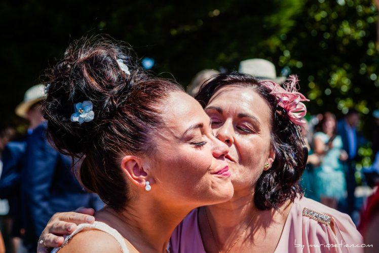Novia emocionada tras la ceremonia en el Palacio de Caranceja