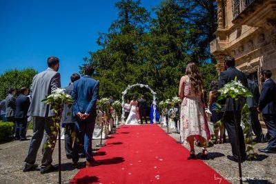 Boda Civil en el Palacio de Soñanes, con los novios vistos desde atrás
