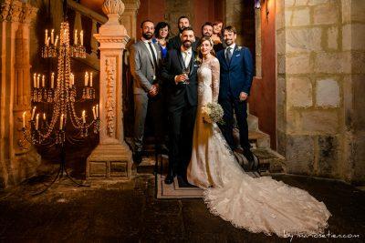 Fotos de grupo durante una boda en el  Palacio de Villacarriedo
