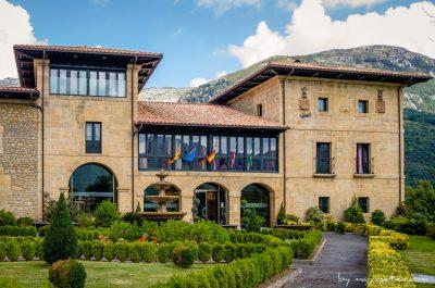 Fachada principal del Palacio de Cimiano en Asturias
