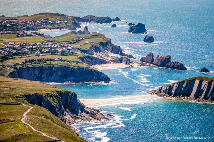 Fotografía aérea desde Soto de la Marina de las playas de Liencres, Covachos, Arnia y Somocuevas