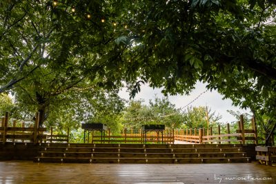 Terraza donde se celebran las bodas en esta finca de Cubas