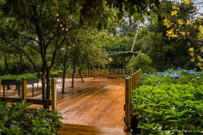 Terraza de madera para las bodas civiles
