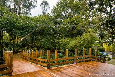 Terraza de madera para las bodas en La Huerta de Cubas