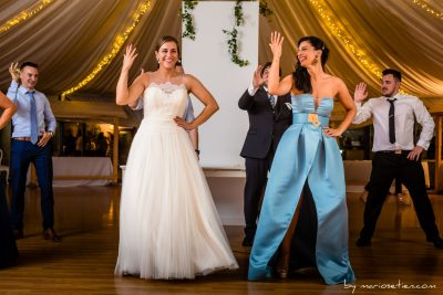 Baile de la novia con sus mejores amigas