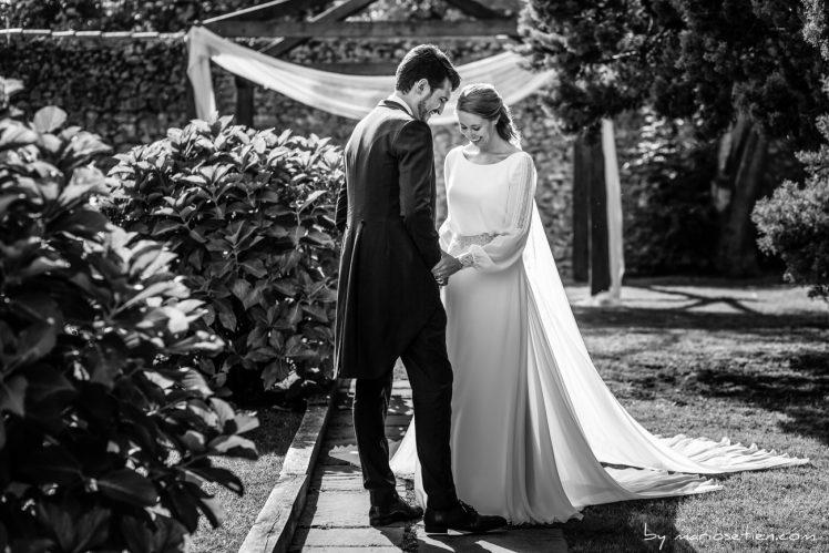 Recién casados disfrutando del día de su boda en Suances