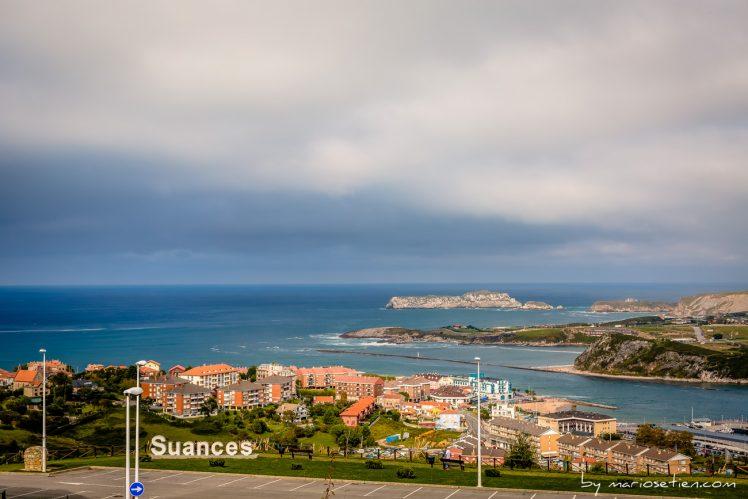 Vistas desde Viares de la villa marinera de Suances y el mar cantábrico